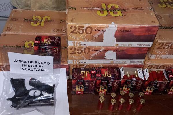 Armas de fuego y municiones incautadas durante la operación Gatillo VI, procedentes de la Triple Frontera, Brasil, Paraguay y Argentina - Sputnik Mundo