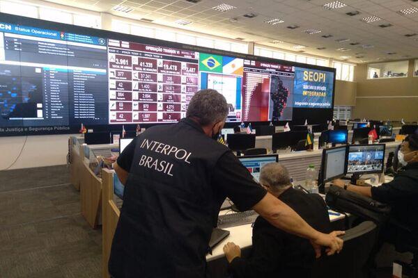 Policías de Interpol Brasil - Sputnik Mundo