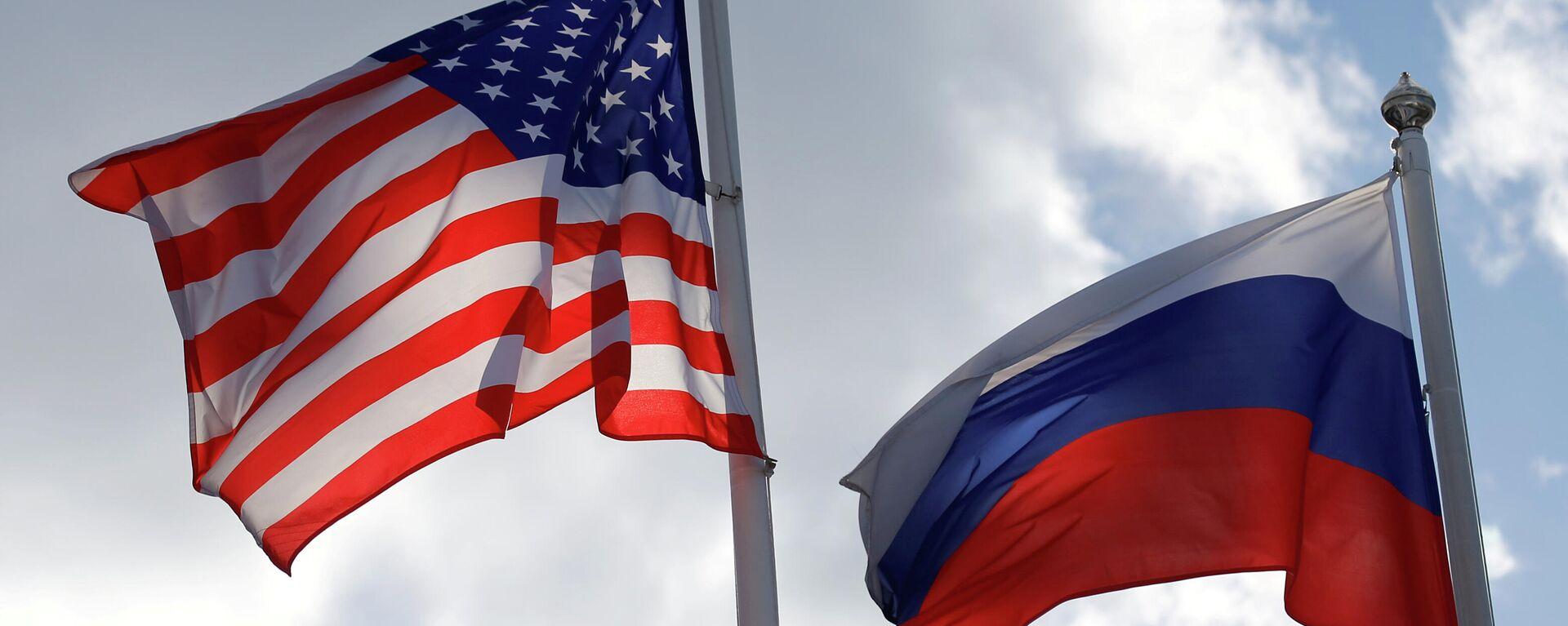 Banderas de EEUU y Rusia - Sputnik Mundo, 1920, 28.04.2021