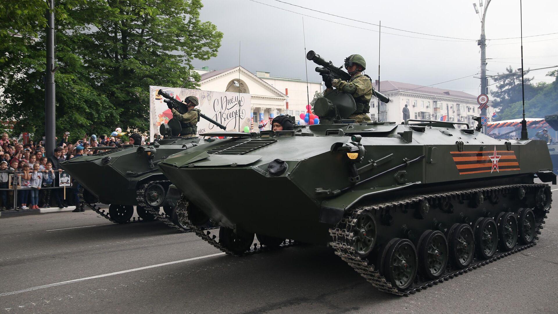 Un BTR-D durante un desfile del Día de la Victoria - Sputnik Mundo, 1920, 15.04.2021
