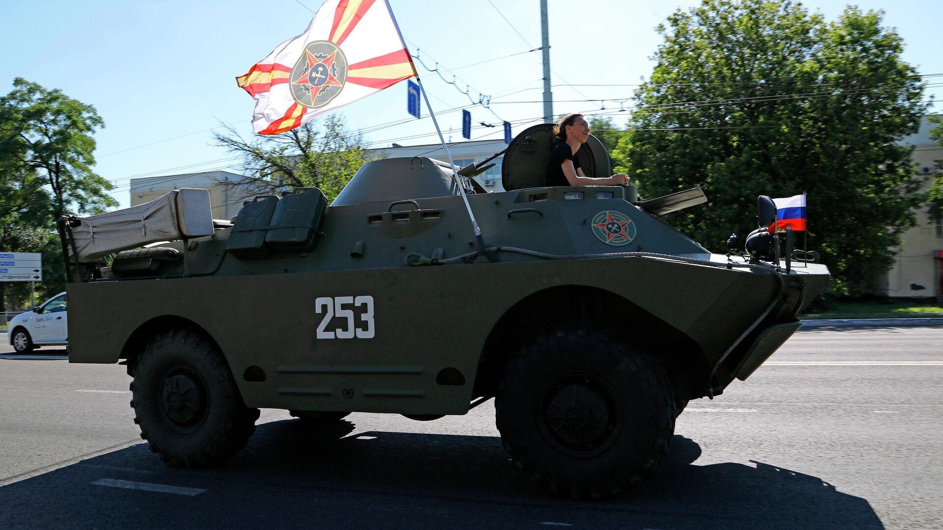 Un vehículo militar BRDM-2 durante un evento en Belgorod, Rusia - Sputnik Mundo, 1920, 15.04.2021