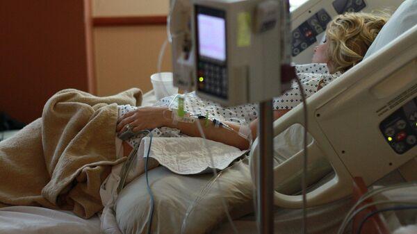 Una mujer en un hospital. Imagen referencial - Sputnik Mundo
