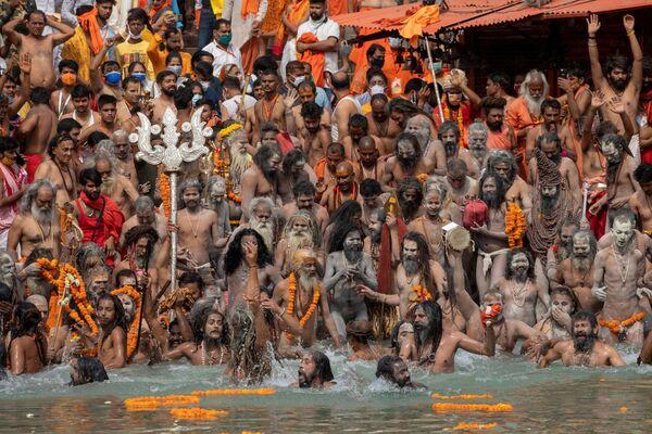 Participantes del festival Kumbh Mela en Haridwar (la India). - Sputnik Mundo