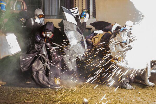 La Policía dispersa a los participantes de una manifestación en Minesota (EEUU). - Sputnik Mundo