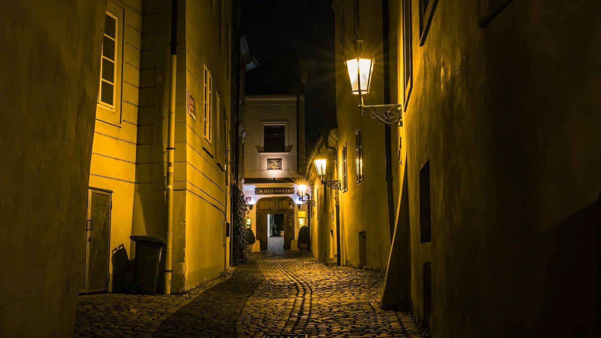 Una calle medieval de noche - Sputnik Mundo, 1920, 16.04.2021