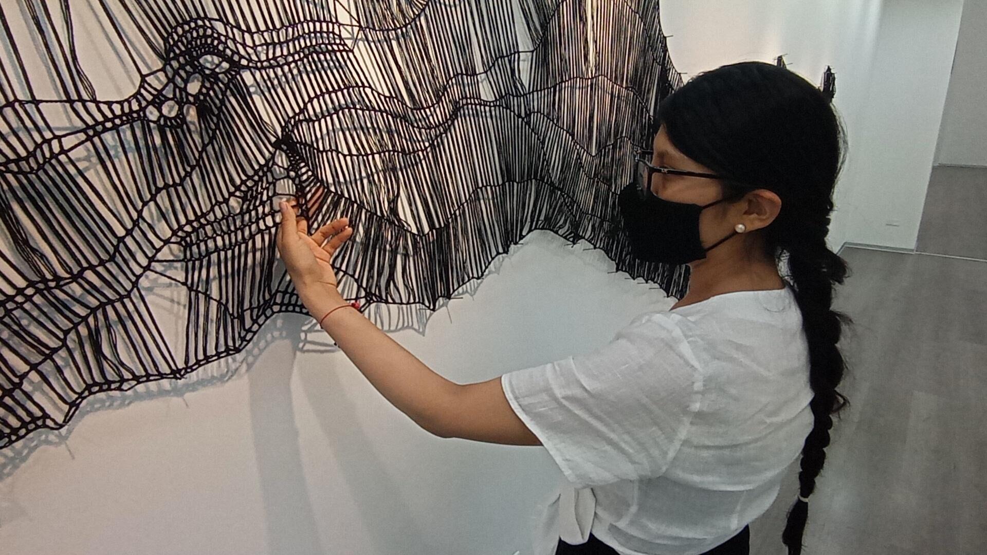 La artista limeña Cristina Flores con su obra - Sputnik Mundo, 1920, 16.04.2021