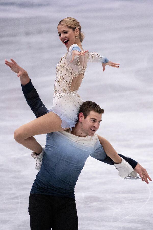 Alexa Knierim y Brandon Frazier, de EEUU, actúan en la competición por parejas el 17 de abril. - Sputnik Mundo