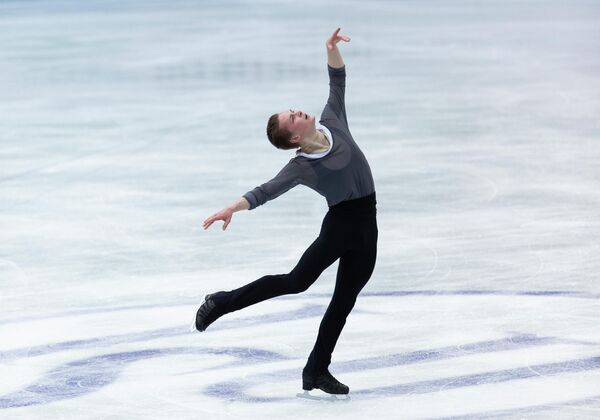 El ruso Mijaíl Koliada actúa el segundo día de la competición de patinaje artístico sobre hielo. - Sputnik Mundo