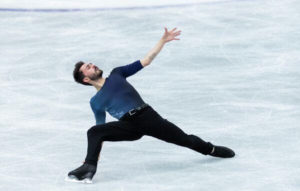 El patinador francés Kevin Aymoz durante su número en la competencia el 16 de abril. - Sputnik Mundo