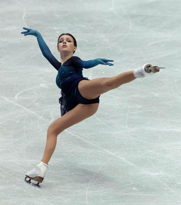 La patinadora rusa Anna Shcherbakova durante su presentación en el campeonato el 15 de abril. - Sputnik Mundo