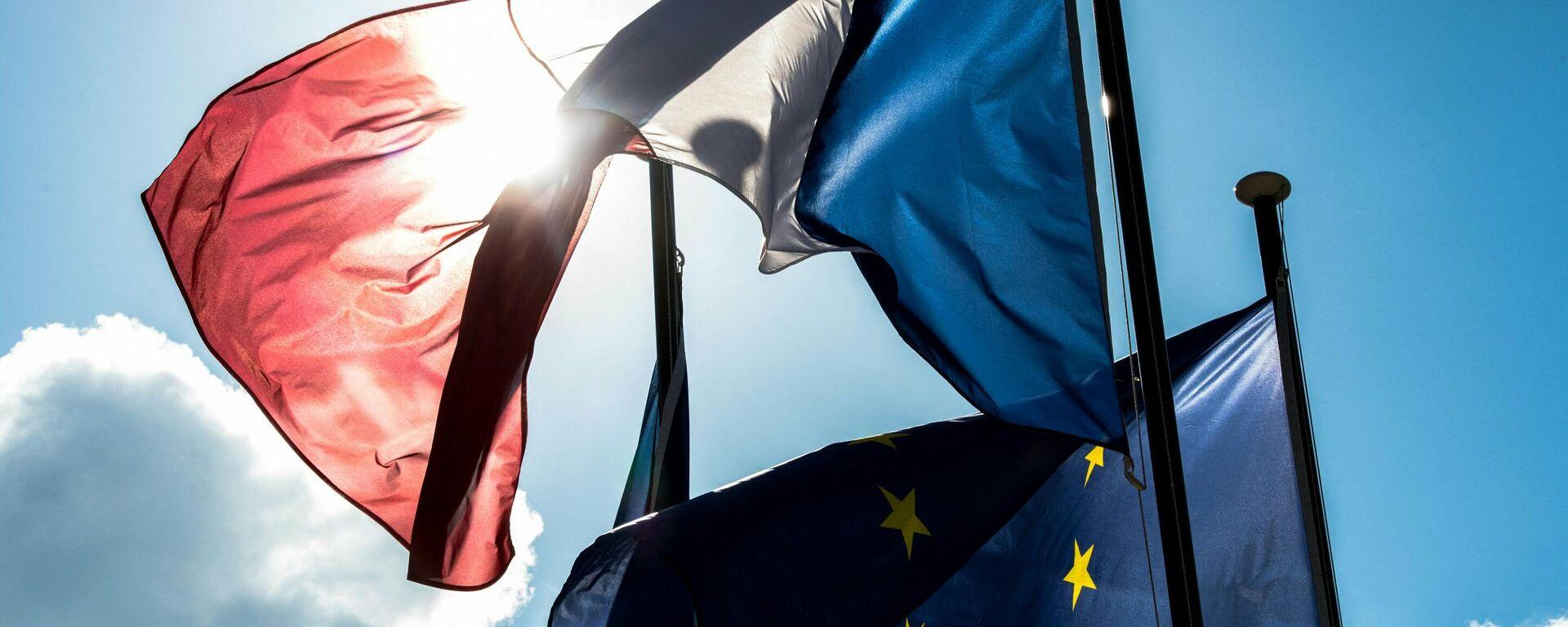 Las banderas de Francia y la UE - Sputnik Mundo, 1920, 17.04.2021