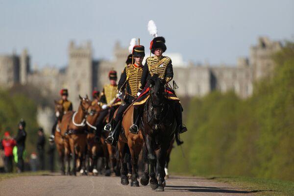 Unos 730 miembros de las Fuerzas Armadas, representantes de los tres Ejércitos y de regimientos asociados al duque de Edimburgo participaron en distintas fases de la ceremonia. - Sputnik Mundo