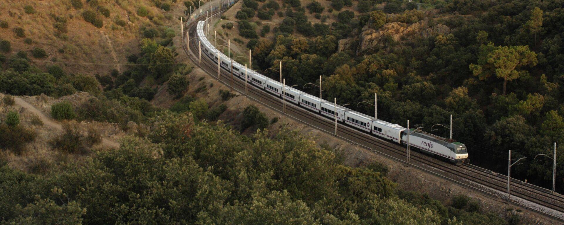 Un tren a su paso por Torrelodones - Sputnik Mundo, 1920, 27.04.2021