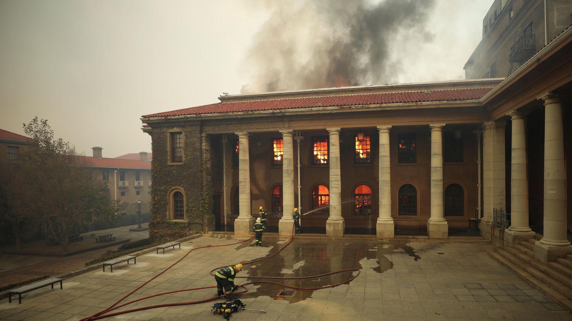 Incendio en la biblioteca de la Universidad de Ciudad del Cabo - Sputnik Mundo, 1920, 18.04.2021