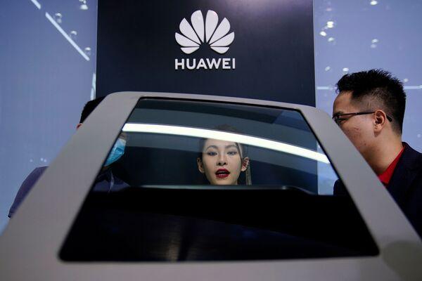 El stand de Huawei en el XIX Salón Internacional del Automóvil de Shanghái. - Sputnik Mundo
