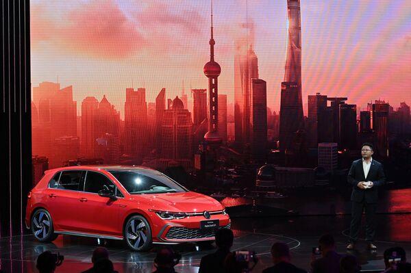El área total de la exposición, que se divide en 12 pabellones, es de aproximadamente 360.000 metros cuadrados. En la foto: el Volkswagen Golf GTI. - Sputnik Mundo
