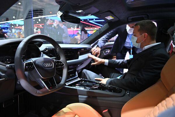 El Audi RS e-tron GT en el XIX Salón Internacional del Automóvil de Shanghái. - Sputnik Mundo