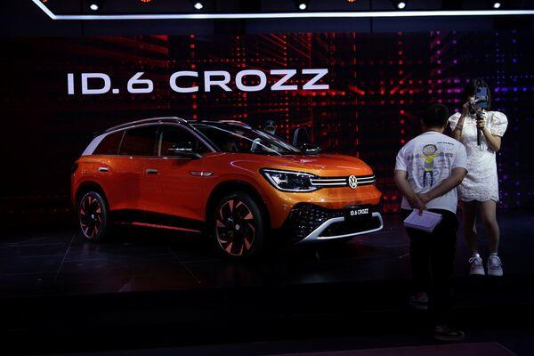 El Volkswagen ID.6 CROZZ en el XIX Salón Internacional del Automóvil de Shanghái. - Sputnik Mundo