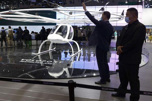 Un Volocopter en el Salón Internacional del Automóvil de Shanghái. - Sputnik Mundo