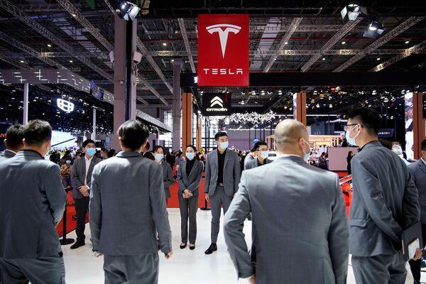El stand de Tesla en el XIX Salón Internacional del Automóvil de Shanghái. - Sputnik Mundo