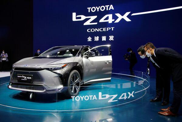 Toyota BZ4X en el XIX Salón Internacional del Automóvil de Shanghái. - Sputnik Mundo