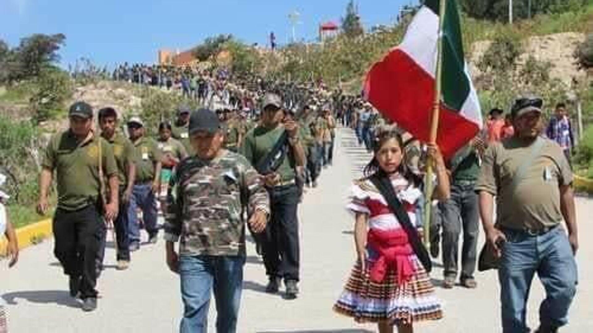 Las filas de la Coordinadora Regional de Autoridades Comunitarias-Policía Comunitaria del estado mexicano de Guerrero - Sputnik Mundo, 1920, 19.04.2021