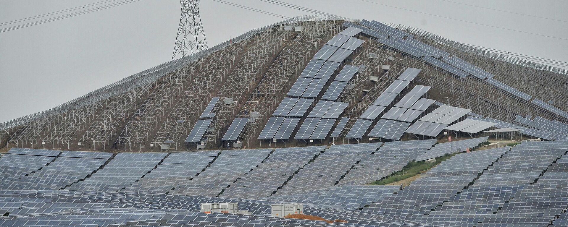 Construcción de la planta de energía solar en China - Sputnik Mundo, 1920, 19.04.2021