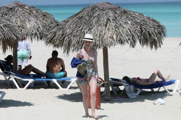 Turistas rusos en Varadero, Cuba - Sputnik Mundo
