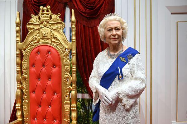 Una figura de la reina en un museo de cera de Sochi, en Rusia. - Sputnik Mundo