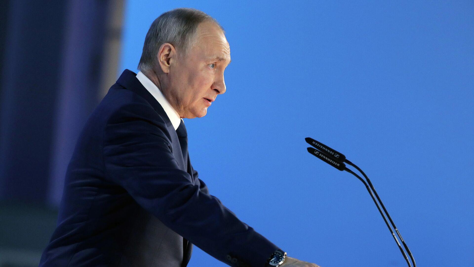 El presidente de Rusia, Vladímir Putin, dirige su mensaje anual a la Asamblea Federal - Sputnik Mundo, 1920, 26.04.2021