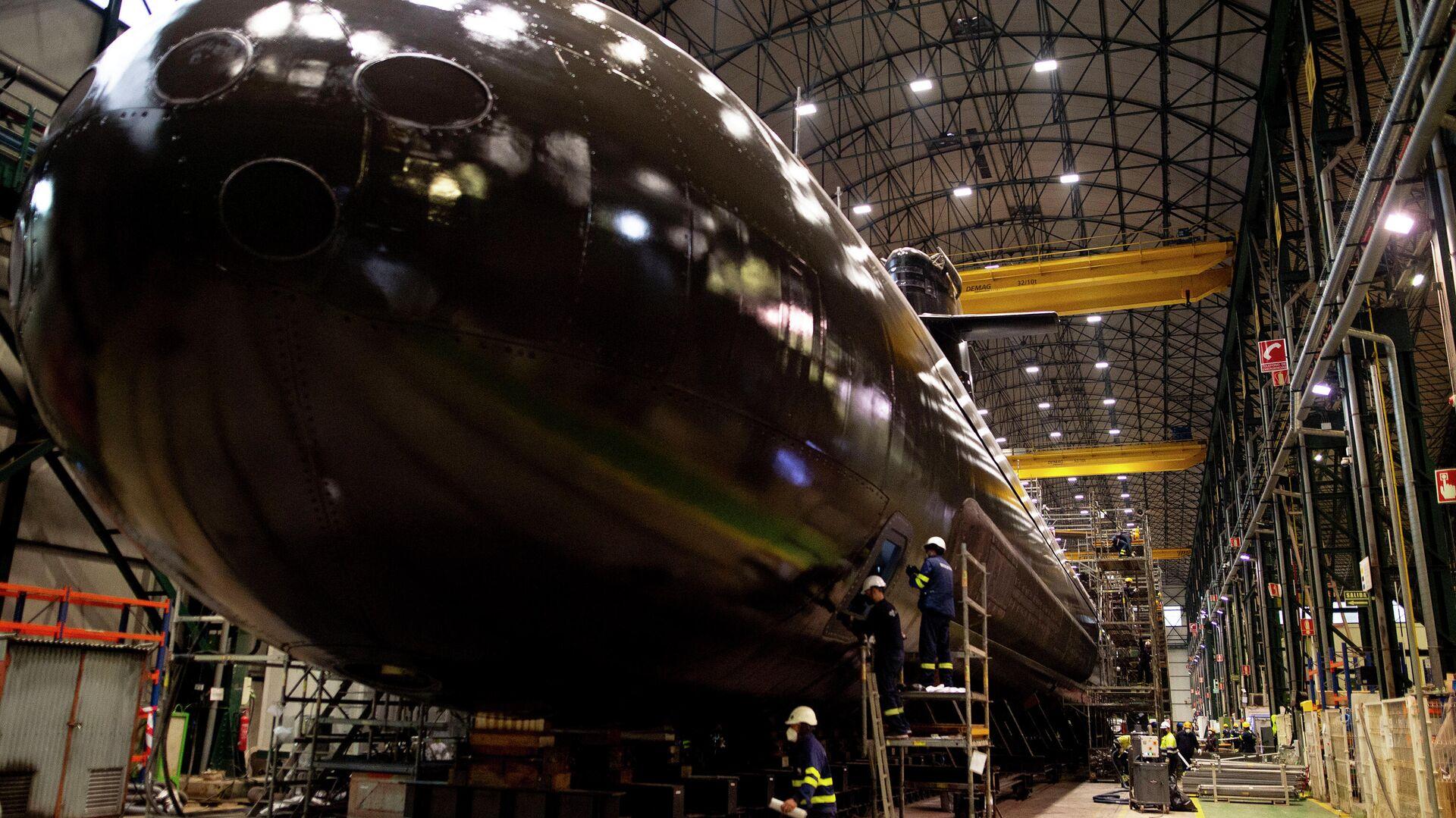 El submarino S-81 Isaac Peral en el taller en el que se ha construido - Sputnik Mundo, 1920, 22.04.2021