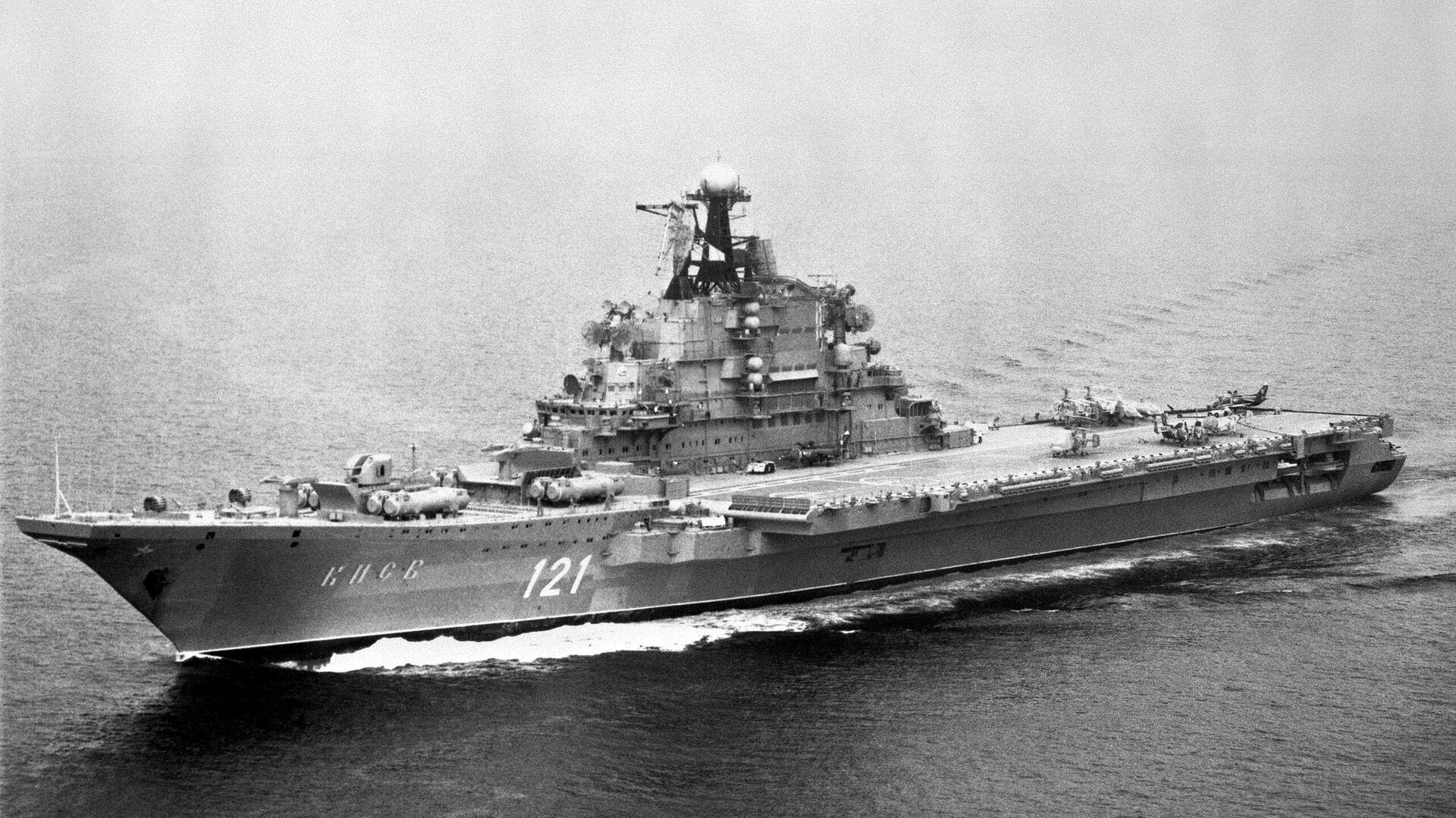 El portaaviones Kiev de la Armada de la URSS en 1985 - Sputnik Mundo, 1920, 23.04.2021
