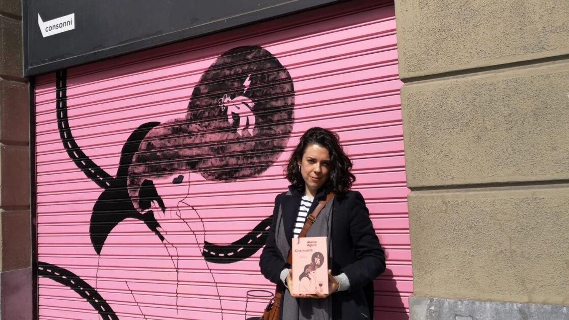Alaine Aguirre, escritora vasca ganadora de varios premios de la crítica y el público, con su novela X ha muerto  - Sputnik Mundo, 1920, 23.04.2021