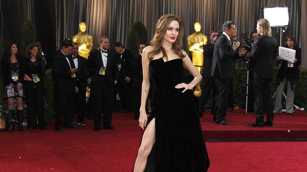 Актриса Анджелина Джоли на красной дорожке церемонии вручения Оскар, 2012 год - Sputnik Mundo