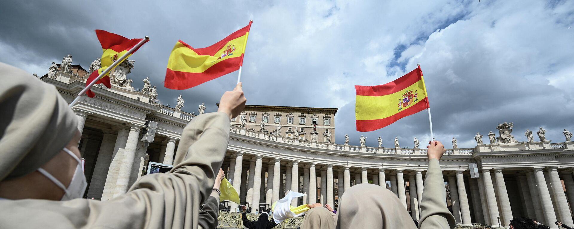 Monjas sostienen banderas españolas frente al Vaticano - Sputnik Mundo, 1920, 23.04.2021