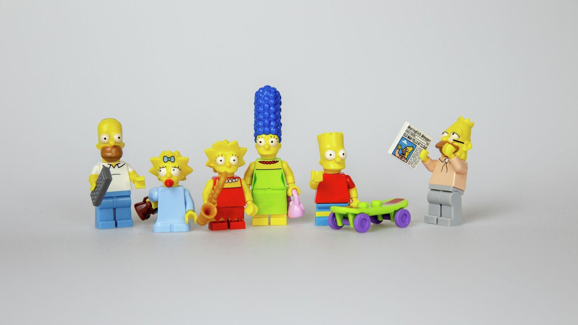 Unos muñecos de los personajes de 'Los Simpson'  - Sputnik Mundo, 1920, 24.04.2021