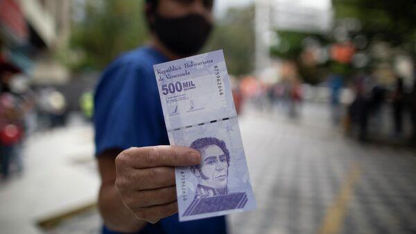 Un billete de 500 mil bolívares venezolanos - Sputnik Mundo