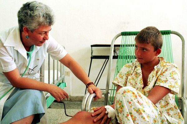 Programa de asistencia a los 'niños de Chernóbil' en Cuba en 1999 - Sputnik Mundo