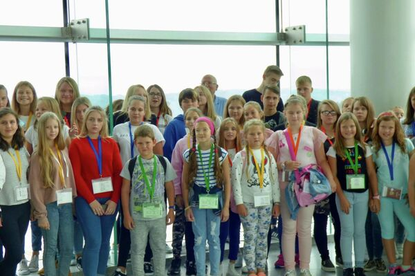 'Niños de Chernóbil' durante su viaje a España con la Asociación Ledicia Cativa en 2017 - Sputnik Mundo