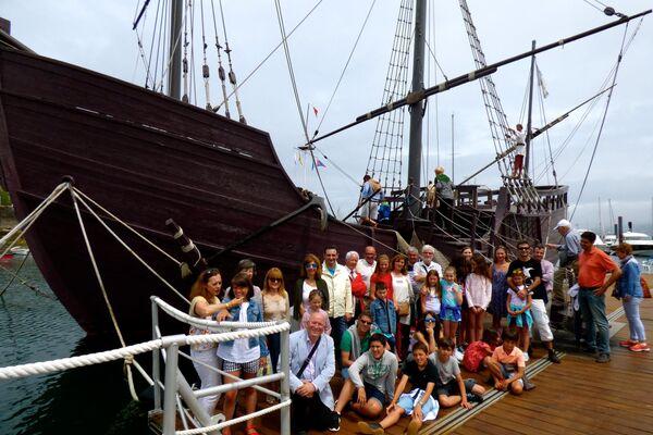 'Niños de Chernóbil' en una reunión en Baiona en el año 2015 durante su viaje a Galicia con la Asociación Ledicia Cativa - Sputnik Mundo