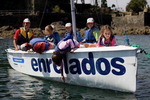 'Niños de Chernóbil', participantes del programa de la Asociación Ledicia Cativa durante una actividad deportiva en Coruña en 2010 - Sputnik Mundo