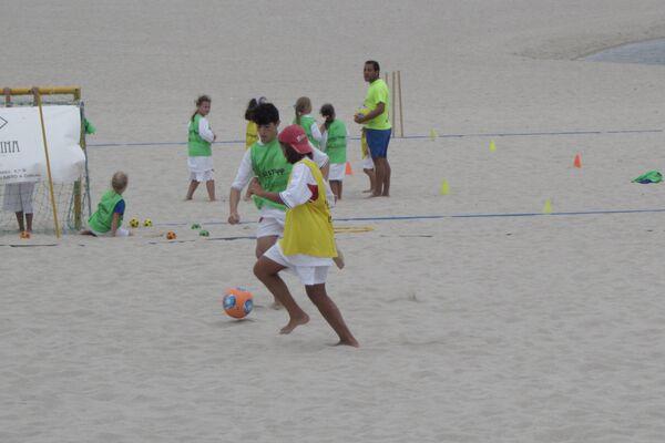 'Niños de Chernóbil', participantes del programa de la Asociación Ledicia Cativa durante una actividad deportiva en Galicia - Sputnik Mundo