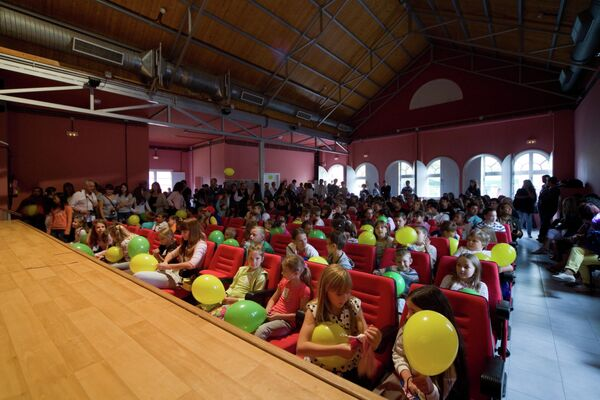 'Niños de Chernóbil', participantes del programa de la Asociación Ledicia Cativa durante una actividad cultural en Galicia - Sputnik Mundo