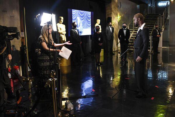Lakeith Stanfield, nominado al Óscar por su papel en Judas y el mesías negro, participó de la ceremonia de los Óscar desde Londres. - Sputnik Mundo