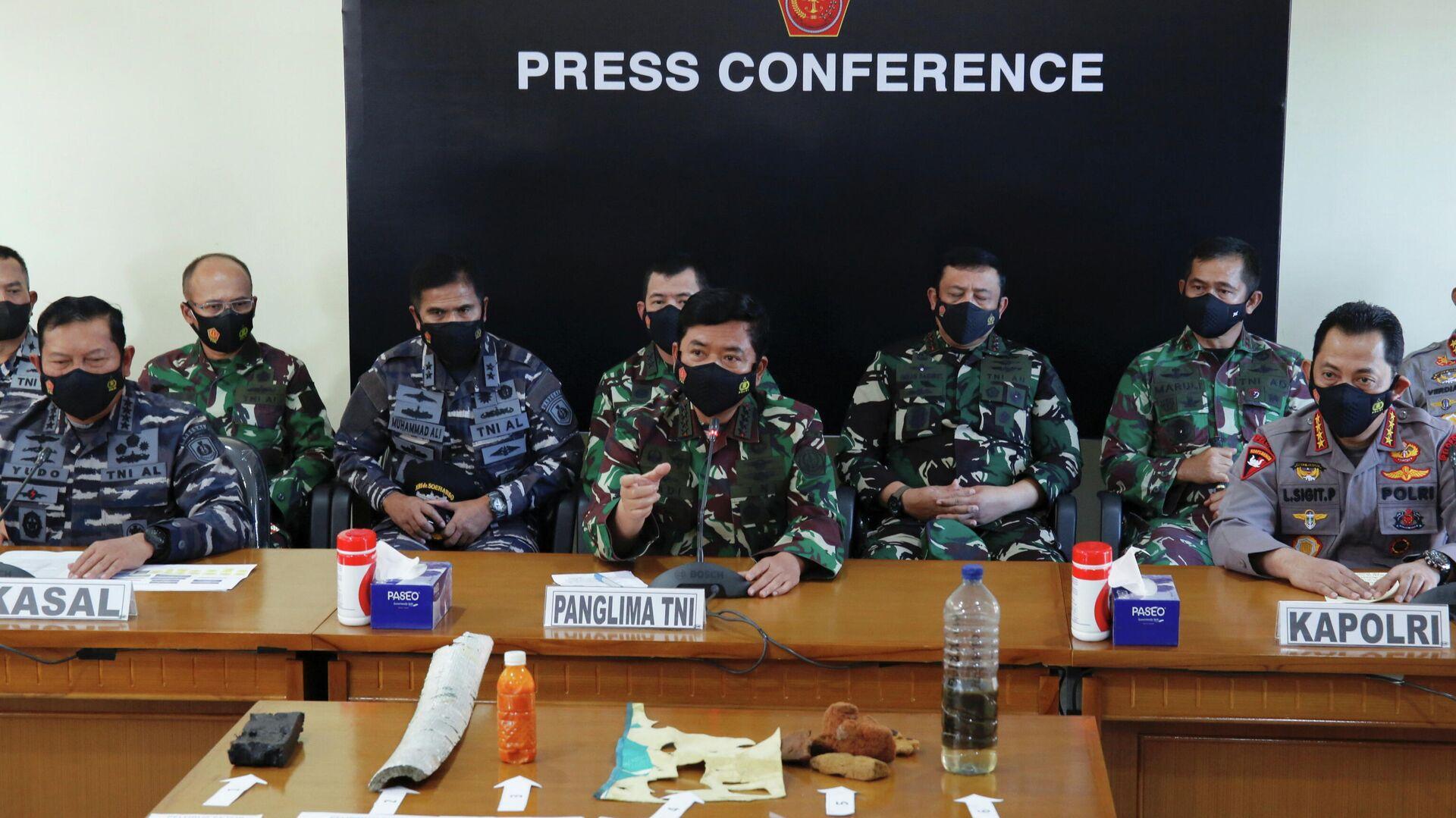 La conferencia de prensa de altos mandos militares tras el hallazgo del submarino KRI Nanggala 402 - Sputnik Mundo, 1920, 26.04.2021