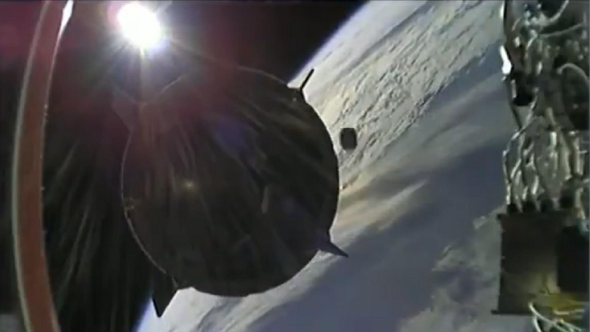 Un objeto no identificado casi choca contra la Crew Dragon de SpaceX  - Sputnik Mundo, 1920, 27.04.2021