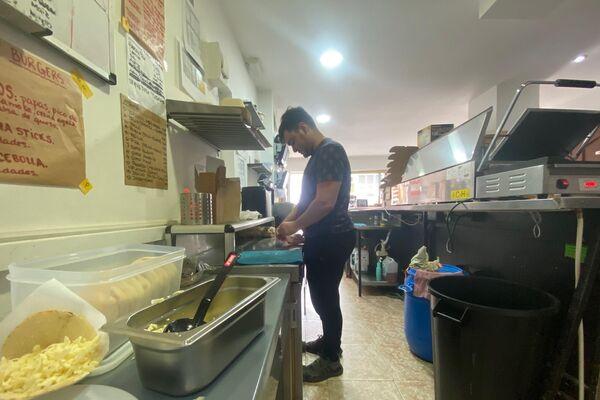 Interior de una 'Dark Kitchen' en Leganés, Madrid - Sputnik Mundo