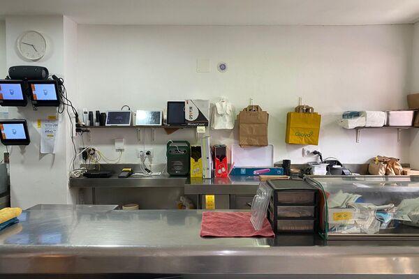 Interior 'Dark Kitchen' ubicada en Leganés, al sur de Madrid - Sputnik Mundo