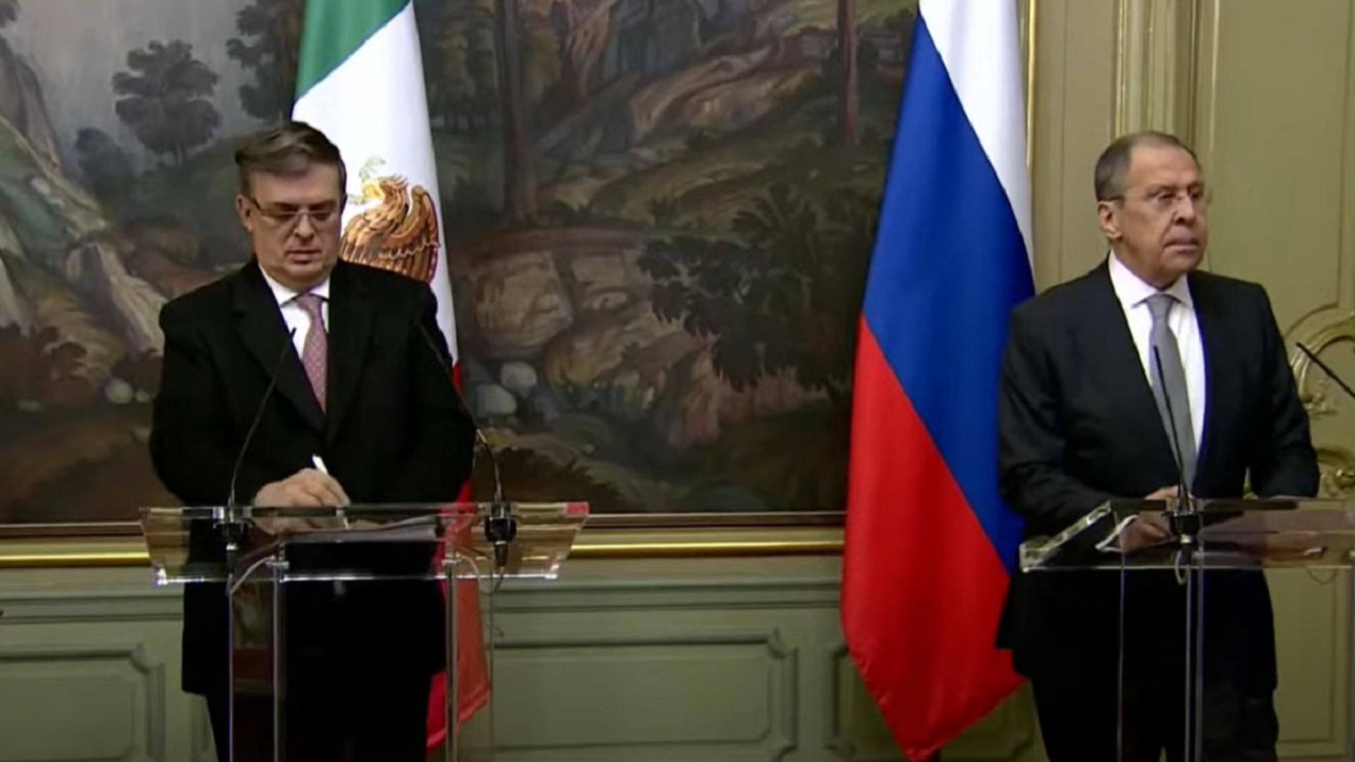 El ministro de Exteriores ruso, Serguéi Lavrov, y su homólogo mexicano, Marcelo Ebrard, sostienen rueda de prensa conjunta tras celebrar una reunión bilateral el 28 de abril en Moscú - Sputnik Mundo, 1920, 28.04.2021
