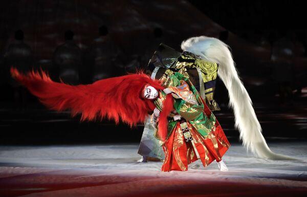 El kabuki no es una danza en sí misma, sino una variedad teatral tradicional de Japón que mezcla el canto, la música, los bailes y el drama. No obstante, el elemento coreográfico juega aquí un papel importante.En la foto: varios artistas de kabuki actúan en la ceremonia de inauguración de la Copa del Mundo de Rugby de 2019. - Sputnik Mundo